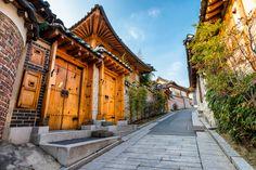 https://flic.kr/p/rNWkU2 | Bukchon Hanok Village | Traditional Korean style architecture at Bukchon Hanok Village in Seoul, South Korea.