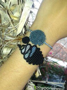 Drops and double spiral macrame bracelets por lulupica en Etsy
