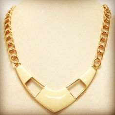 "Gold & Ivory ""V"" shaped neclklace.  *stock: LLG-176  $18.USD"