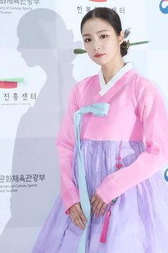 Today's Photo: October 2017 @ HanCinema :: The Korean Movie and Drama Database Korean Traditional, Traditional Outfits, Korean Actresses, Korean Actors, Shin Se Kyung, Korean Hanbok, Cute Actors, Beautiful Asian Girls, Pop Group