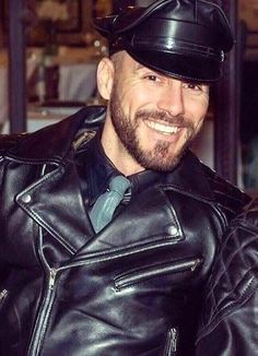 Mens Leather Pants, Motorcycle Leather, Leather Cap, Motorcycle Jacket, Black Leather, Leather Jackets, Mens Fashion Suits, Gorgeous Men, Leather Fashion