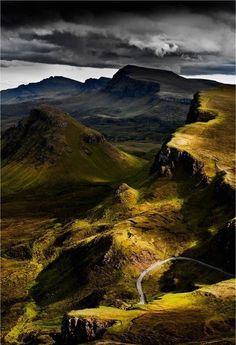 Ruggedly beautiful Trotternish Ridge (Isle of Skye, Scotland) Breathtakingly beautiful!