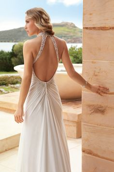 20+Wedding+Dresses+With+Beautiful+Back+Details