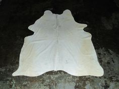 x Very Rare White Cowhide White Cowhide Rug, Cow Hide Rug, Latex Free, Leather Fashion, Real Leather, This Or That Questions, Area Rugs, Vintage, Rugs