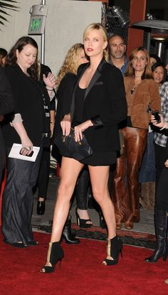 celebrity-legs-charlize-theron-137.jpg - Celebrity Legs: Charlize Theron