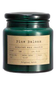 Vela em recipiente de vidro: Vela perfumada grande em recipiente de vidro com etiqueta e tampa. Altura: 11 cm. Diâmetro: 10 cm. Duração: 50 horas.