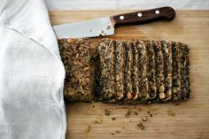 Herkullisen limpun valmistaminen ei ole koskaan ollut näin helppoa. Fodmap Recipes, Gluten Free Recipes, Vegan Recipes, Vegan Food, Seed Bread, Yummy Food, Tasty, Low Fodmap, Food Inspiration