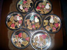 Panostin piparkakkujen koristeluun, sillä ne menivät joulumyyjäisiin ja rahat luokan tilille ja niin pääsimmekin leirikouluun :) -by Amra -- Piparkakku, Joulu, Gingerbread, Christmas