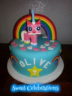 strawberry cake with cream cheese frosting filling. Princess Birthday, 8th Birthday, Unicorn Birthday, Birthday Ideas, Birthday Parties, Birthday Cake, Girls Lego Party, Lego Girls, Cat Cakes