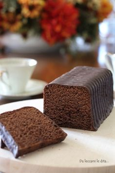 Plumcake al cioccolato fondente ✫♦๏༺✿༻☼๏♥๏花✨✿写☆☀🌸✨🌿✤❀ ‿❀🎄✫🍃🌹🍃❁~⊱✿ღ~❥༺✿༻🌺♛☘‿WE May ♥⛩⚘☮️ ❋ Chocolate Party, Chocolate Recipes, Chocolates, Plum Cake, Sweets Cake, Cake Cookies, How To Make Cake, My Favorite Food, Just Desserts