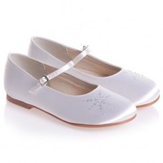 Girls White Satin Shoes with Diamonte First Communion Shoes, Occasion Shoes, Satin Shoes, Kids Online, White Satin, Kid Shoes, Designer Shoes, Dress Shoes, Ivory