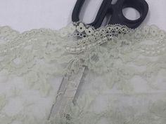 Altezza: 17 cm Composizione: 100% poliestere  Bordura di pizzo a metratura. Retina di tulle di colore verde salvia tenue con fiori ricamati. #pizzo #laces #verde #abiti #gonne #moda