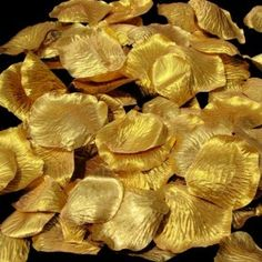 Not a fan of roses, but these gold petals are fabulous :)