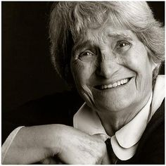 Maria Lai (Ulassai, 27 settembre 1919 – Cardedu, 16 aprile 2013) è stata un'artista italiana. #MariaLai #artistaItaliana