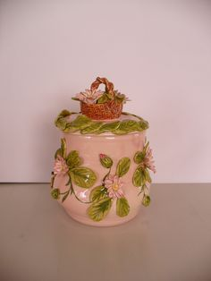 Ein Gänseblümchen-Pot mit rosa Glasur  von Christl Vogl