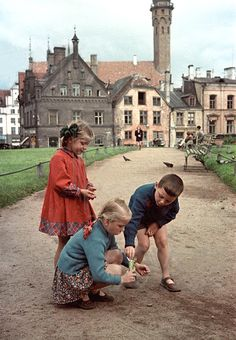 History and the Present - Tallinn in 1954 on color slides