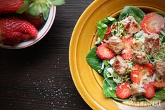 A recipe for spring salad with fresh spinach, aromatic strawberries and full-flavoured pieces of fried beef.