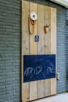cool idea for kids' room or playroom wall