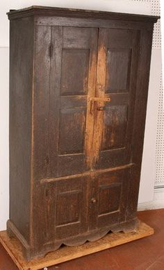 Good grief, this cupboard is wonderful.  Moss Family Cupboard : Lot 142
