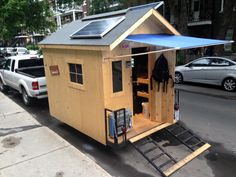 Most folks like to get out of the city during the summer, trading concrete blocks for grassy acres and fresh air, but Joseph Marc Paquet isn't most people. Read moreYoung Guy Builds A Micro Urban Cabin In Just 3 Weeks Camper Diy, Diy Camper Trailer, Tiny Camper, Tiny House Trailer, Tiny House On Wheels, Homemade Camper, Trailer Build, Small Campers, Off Grid