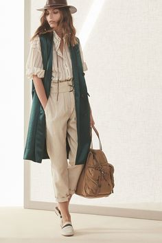 Brunello Cucinelli Spring 2019 Ready-to-Wear Milan Fashion Show Collection: See the complete Brunello Cucinelli Spring 2019 Ready-to-Wear Milan collection. Look 16 Fashion Moda, Look Fashion, Runway Fashion, Fashion Show, Fashion Design, Fashion Trends, Womens Fashion, Milan Fashion, Trendy Fashion