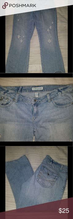 👖 Aeropostale Cropped Boyfriend Jeans 👖 ✨ Adorable cropped/ankle, boyfriend style, light colored, distressed jeans. Very comfy and cute, excellent condition! 😍 Size 11/12 👖          ✨ Check out my other listings, the more you bundle, the more I'll discount! 💰💰💰 Message me and I'll make a new listing 😉 Aeropostale Jeans Ankle & Cropped