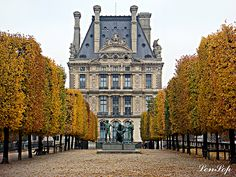 Jardin des Tuileries - Paris, FRANCE. Last time I was there I sat by the fountain and spent the while day reading. Next time around I would like to explore the greenery a bit more.