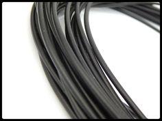 CXM -04 Caucho tipo tubo, ideal para pulseras, collares y semanarios, medida 2mm, color negro, precio x metro $7 pesos, precio medio mayoreo $6 pesos, precio mayoreo $5 pesos, precio VIP $4 pesos