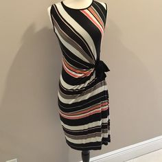 Adorable cotton dress This is an amazing dress that accents a women's figure beautifully! Excellent condition size XS, cotton dress. Mercer & Madison Dresses