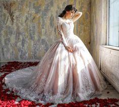 Rochie de mireasa tip princess, cu maneci din dantela. Unul dintre cele mai spectaculoase modele de rochii de mireasa cu trena, se remarca prin broderia cusuta manual si amplitudinea fustei tip printesa. Ball Gown Dresses, Dream Wedding Dresses, Mai, Beautiful Dresses, Wedding Day, Dreams, Bridal, Formal Dresses, How To Wear