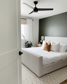Tips For Buying New Living Room Furniture - Ideas For Room Design Bedroom Inspo, Home Bedroom, Modern Bedroom, Bedroom Decor, Bedroom Ideas, Green Master Bedroom, Green Accent Walls, Buying First Home, Diy 2019