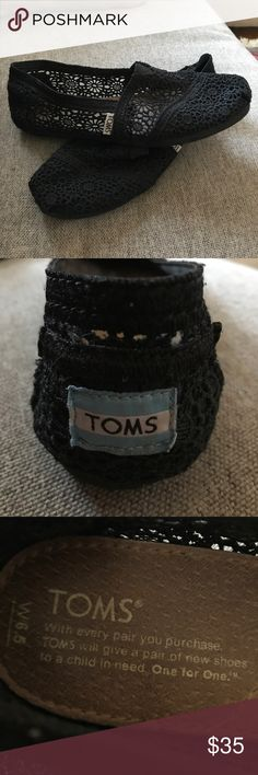 TOMS 🌑 Black lace . Like new. Only worn a few times :) adorable and perfect for summer TOMS Shoes