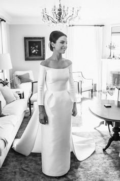 Long Sleeve Wedding Dress 50 Beautiful Long-Sleeved Wedding Dresses: The Tailored Style Gown Long Sleeve Wedding, Long Wedding Dresses, Bridal Dresses, Wedding Gowns, Hair Wedding, Dresses Dresses, Long Dresses, Wedding Reception, Boat Neck Wedding Dress