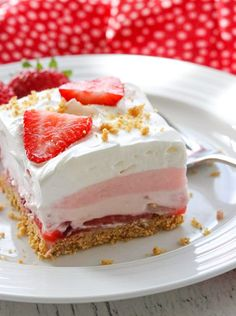 These Strawberry Cheesecake Dream Bars are layers of graham crackers, strawberries, and more. It's the perfect NO-BAKE dessert for strawberry season! Strawberry Cheesecake Bars, Cheesecake Desserts, No Cook Desserts, Strawberry Desserts, Cookie Desserts, Summer Desserts, Just Desserts, Delicious Desserts, Strawberry Creme Pie
