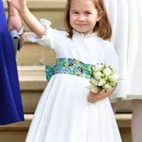Look da Semana. Os encantadores vestidos da princesa Charlotte - Estilos - SAPO Lifestyle Princesa Charlotte, Kate Middleton, Girls Dresses, Flower Girl Dresses, Look, Wedding Dresses, Fashion, Toad, Daughter