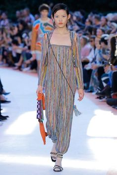 See all the Collection photos from Missoni Spring/Summer 2018 Ready-To-Wear now on British Vogue Missoni, Fashion Week 2018, Milan Fashion Weeks, Spring Summer 2018, Spring Summer Fashion, High Fashion, Womens Fashion, Fashion Brands, Fashion Show Collection