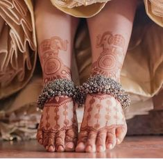 Are you willing to browse some trendy bridal Payal? Here we have enlisted some beautiful bridal anklets which will steal your heart right away Indian Jewelry Sets, Indian Jewellery Design, Indian Wedding Jewelry, Bridal Jewelry, Designer Jewellery, India Jewelry, Jewellery Designs, Indian Bridal, Payal Designs Silver