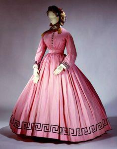 Afternoon dress, American, ca. Metropolitan Museum of Art Civil War Fashion, 1800s Fashion, 19th Century Fashion, Victorian Fashion, Vintage Fashion, Victorian Dresses, Fashion Goth, Victorian Era, Vintage Gowns