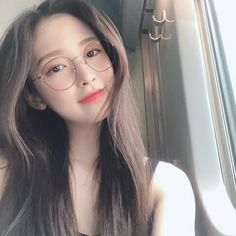 Omg Arin with glasses 😍 . She's blessing us with lots of update 💕 Happy Sunday Asian Glasses, Cute Girl With Glasses, Cute Girls, Cool Girl, Oh My Girl Jiho, Arin Oh My Girl, Ulzzang Korean Girl, Idole, Little Bit
