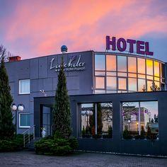 #hotel #poznań #ogród #ślubcywilny #restauracja #garden #slowfood #finedine #ślub #wesele #komunia #przyjęcie #party #event #szkolenie #konferencja #food #jedzenie #ślub #wedding #bestweddings #inspiration #trendy #tent #open #conference #kitchen #delicious #green #plants #modern #nowoczesne #feshion #trendy #poznan #wielkopolska #poland #polska #openspace Trendy, Social Platform, Ball Dresses, Vintage Dresses, Maine, Lavender, Fiestas, Vintage Gowns, Ballroom Gowns