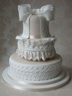 Eyelet cake - that takes talent right there!
