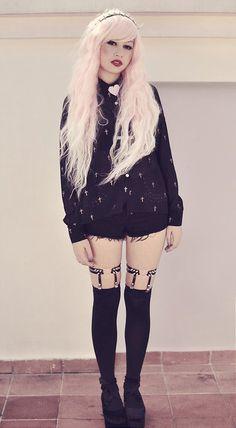 Rose et Rouge: black cross blouse, black mini shorts, black heart garters and Rhapsody in pink wig - By Andrea Ladstätter