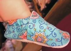 Tutorial: Baby shoes from a fat quarter – Sewing