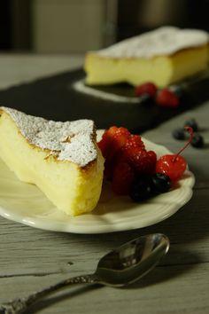 Delicioso pastel de mantequilla con 3 capas, es un postre perfecto con un rico toque de mantequilla. El pastel mágico de mantequilla es una preparación ideal para acompañar el café.