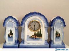 Antiek stel zeer oude klok gedeelte 26 cm, klok werkt niet. De twee andere helften hoogte 23 cm.