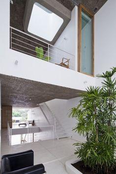 Anh House Architects: S+Na. – Sanuki + Nishizawa architects Location: Ho Chi Minh City, Vietnam Area: 332.0 sqm Photographs: Hiroyuki Oki