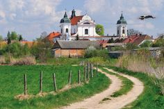 Tykocin stare miasto. Centralnym elementem w panoramie Tykocina jest barokowy kościół pw. Świętej Trójcy z XVIII w. / wyd. Bosz