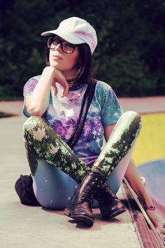Italian fashion blogger Federica di Nardo x Breaking Rocks Tropical space tee. #breakingrocks #fashionblogger #galaxytshirt #festivallook #Italianinfluencer #ootdwomen #galaxypints #streetstyle #galaxyclothing #skater #pose #streetwear #streetfashion #lookbook