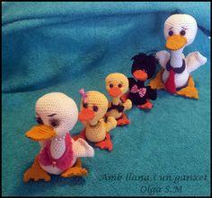 Ravelry: Familia Pato Pato pattern by Olga S.M Amb LLana i un Ganxet. Crochet Baby Toys, Crochet Amigurumi Free Patterns, Crochet For Kids, Crochet Dolls, Crochet Parrot, Crochet Birds, Crochet Animals, Ravelry, Plush Pattern