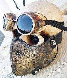Cette liste est pour un ensemble de 2 pièces de cuir de faux masque/écharpe avec sangles élastiques et un ensemble correspondant de lunettes.  Les